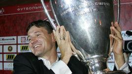 Июль 2004 года. Дмитрий АЛЕНИЧЕВ с Кубком чемпионов, завоеванным в составе