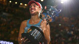 Сегодня. Мельбурн. Ангелик КЕРБЕР с трофеем за победу в Australian Open.