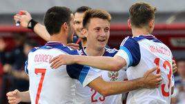 7 июня 2015 года. Химки. Россия - Белоруссия - 4:2. 77-я минута. Только что вышедший на замену Александр ГОЛОВИН (в центре) сравнял счет.