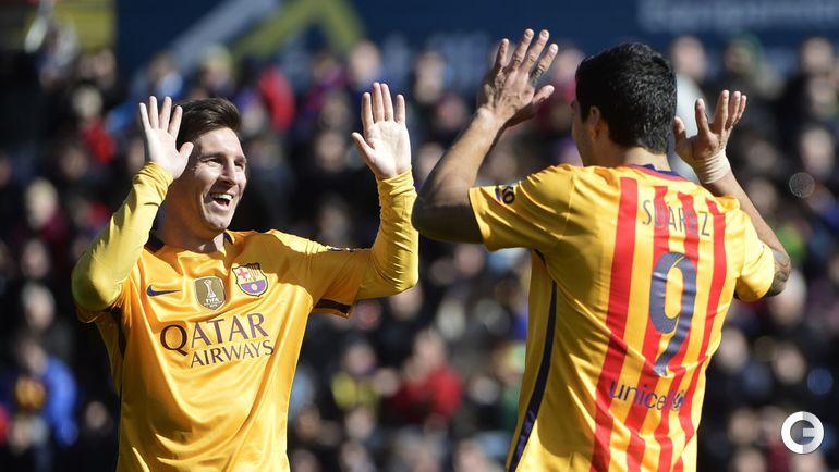 "Сегодня. Валенсия. ""Леванте"" – ""Барселона"" – 0:2 (0:1). Лионель МЕССИ (слева) и Луис СУАРЕС."