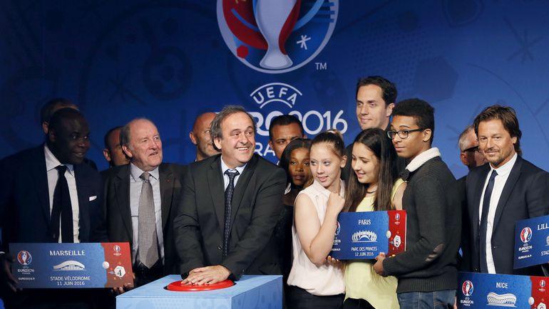 10 июня 2015 года. Париж. Мишель ПЛАТИНИ запускает продажу миллиона билетов на Euro-2016. Фото AFP