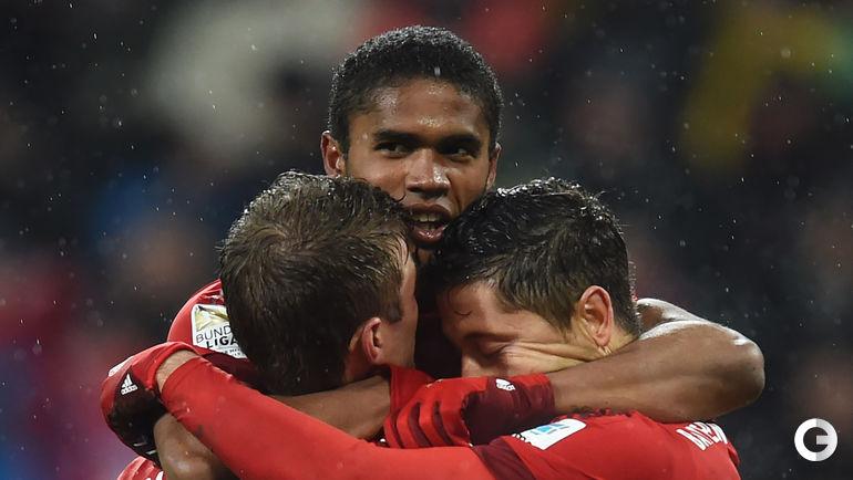 "Воскресенье. Аугсбург. ""Аугсбург"" – ""Бавария"" – 1:3 (0:1). Слева направо: Томас МЮЛЛЕР, Дуглас КОСТА, Роберт ЛЕВАНДОВСКИ."