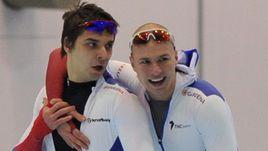 Воскресенье. Коломна. Павел КУЛИЖНИКОВ (справа) и Руслан МУРАШОВ после забега на 500 м.