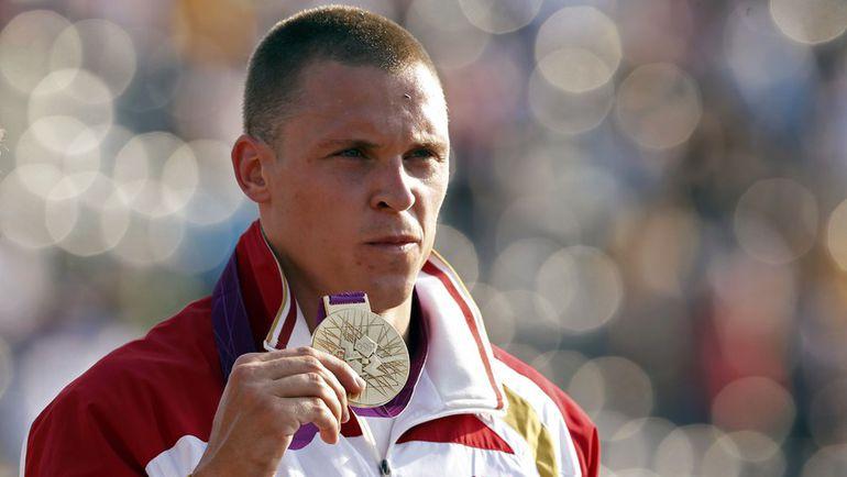 Марис ШТРОМБЕРГС с золотой медалью Олимпиады. Фото REUTERS