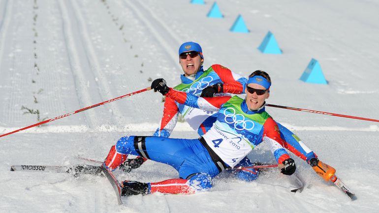 17 февраля 2010 года. Уистлер. Финиш Никиты КРЮКОВА (№4) и Александра ПАНЖИНСКОГО. Фото AFP