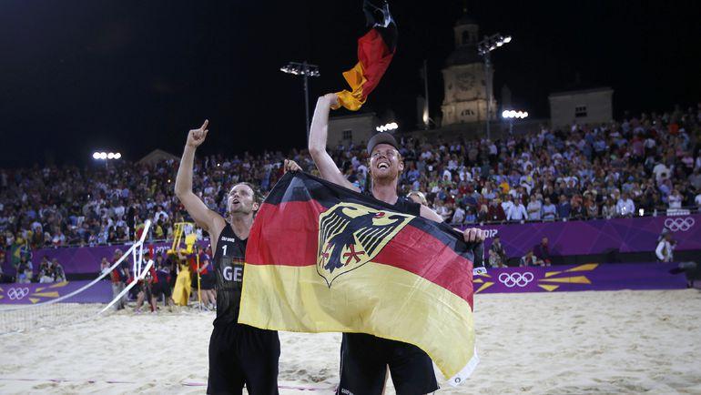 Джулиус БРИНК (слева) и Джонас РЕККЕРМАН - чемпионы Лондона-2012. Фото Reuters