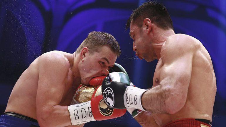 Федор ЧУДИНОВ не смог во второй раз победить Феликса ШТУРМА (слева). Фото Reuters