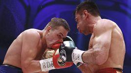 Федор ЧУДИНОВ не смог во второй раз победить Феликса ШТУРМА (слева).