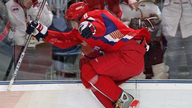 Александр ОВЕЧКИН празднует гол в ворота канадцев излюбленным способом - прыжком на борт. Фото Александр ВИЛЬФ