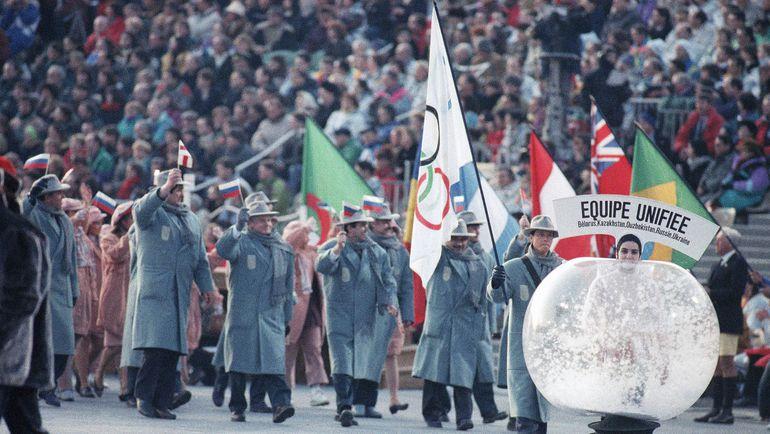 Впервые наши спортсмены выступали под флагом МОК в составе Объединенной команды на Олимпиаде в Альбервилле в 1992 году. Фото AP/ТАСС