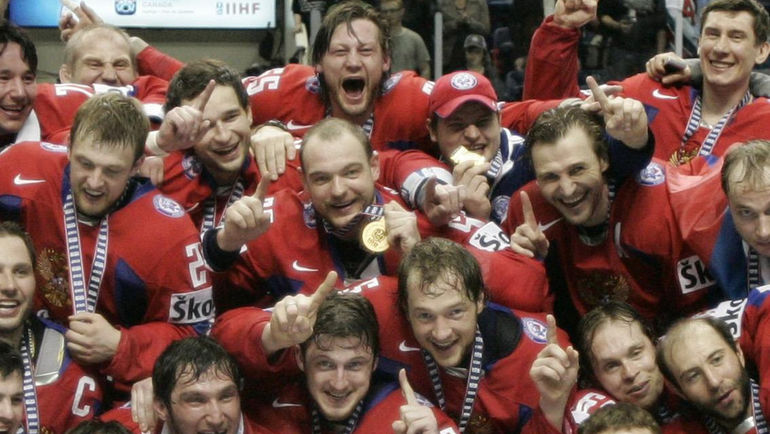 2008 год. Квебек. Россия - чемпион мира. Даниил МАРКОВ - в центре. Фото REUTERS
