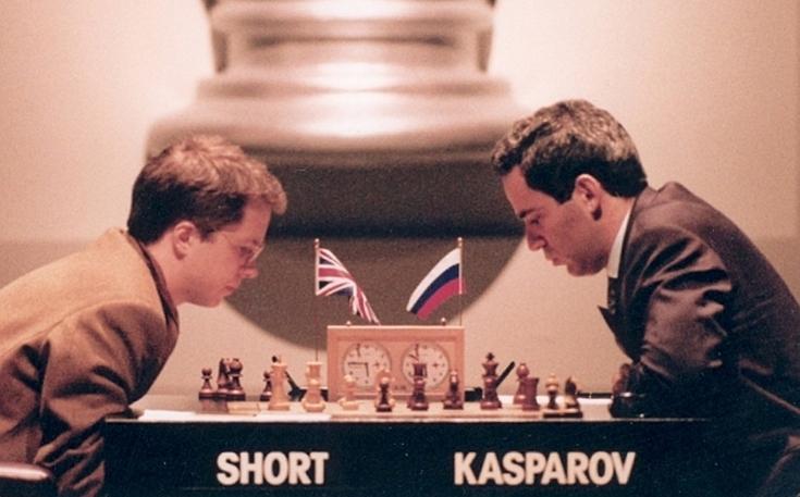 1993 год. Гарри КАСПАРОВ (справа) и Найджел ШОРТ. Фото telegraph.co.uk