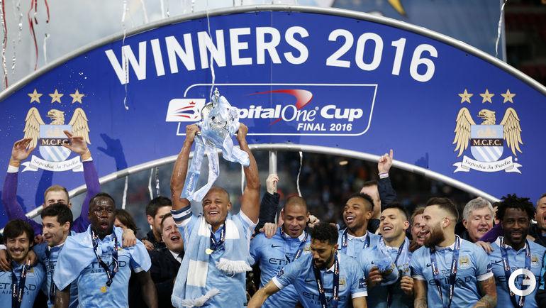"""Воскресенье. Лондон. """"Ливерпуль"""" - """"Манчестер Сити"""" - 1:1, пенальти - 1:3. Футболисты """"Манчестер Сити"""" празднуют победу в Кубке."""