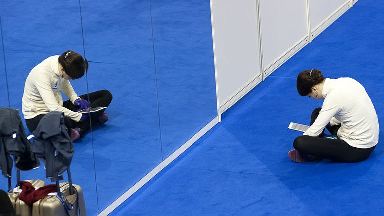 26 января. Братислава. Екатерина БОБРОВА в разминочном зале. Фото Ксения НУРТДИНОВА