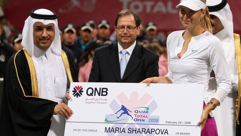 История с допинг-пробой лишит Марию ШАРАПОВУ не только возможности зарабатывать деньги на корте, но уже ударил по ее заработку за его пределами. Фото AFP