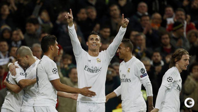 """Вторник. Мадрид. """"Реал"""" – """"Рома"""" – 2:0. КРИШТИАНУ РОНАЛДУ (в центре) празднует гол с партнерами по команде."""