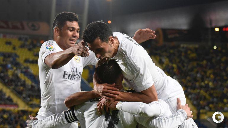 """Воскресенье. Лас-Пальмас. """"Лас-Пальмас"""" – """"Реал"""" – 1:2 (0:1). Игроки """"Реала"""" радуются забитому голу."""