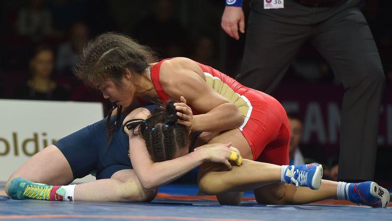 В финальной схватке чемпионата Европы Ирина ОЛОГОНОВА (справа) победила украинку Татьяну КИТ. Фото AFP