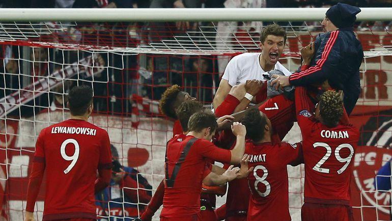 """Среда. Мюнхен. """"Бавария"""" - """"Ювентус"""" - 4:2. Игроки хозяев празднуют победу. Фото Reuters"""