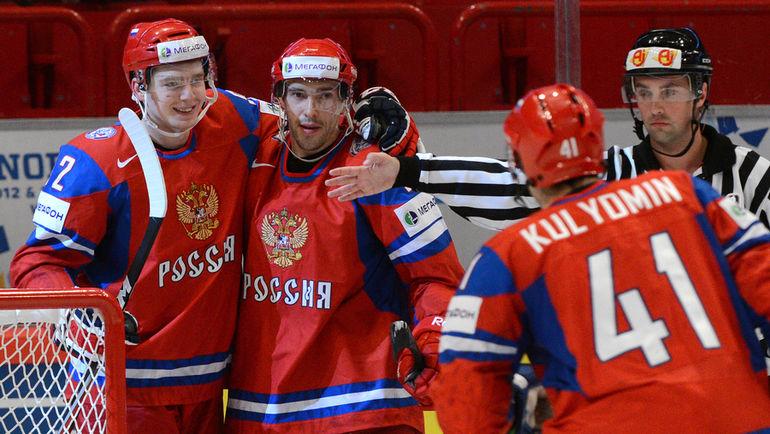 6 мая 2012 года. Евгений КУЗНЕЦОВ (слева) и Павел ДАЦЮК (в центре). Фото РИА Новости