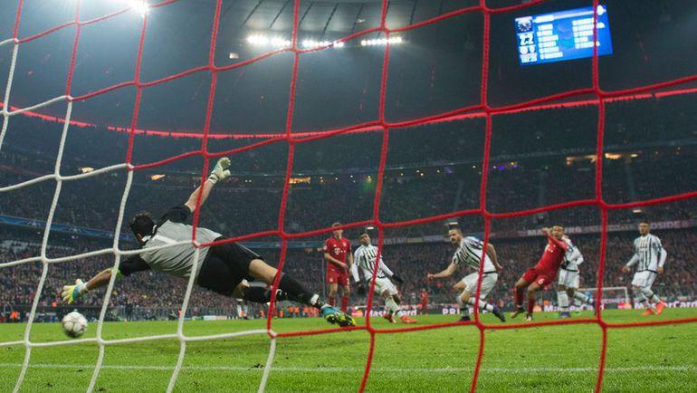 """Вчера. Мюнхен. """"Бавария"""" - """"Ювентус"""" - 4:2. 108-я минута. Гол ТИАГУ АЛЬКАНТАРЫ (№6). Фото AFP"""