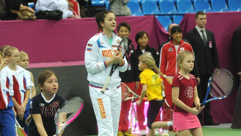 Маргарита ГАСПАРЯН (в центре) с юными теннисистками. Фото Татьяна ДОРОГУТИНА