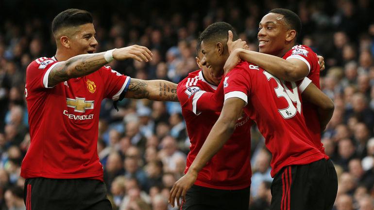 """Воскресенье. Манчестер. """"Манчестер Сити"""" – """"Манчестер Юнайтед"""" – 0:1. Игроки гостей празднуют забитый гол."""