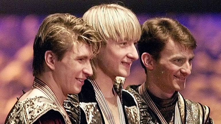 22 марта 2001 года. Ванкувер. Евгений ПЛЮЩЕНКО (в центре) и Алексей ЯГУДИН (слева). Фото Reuters