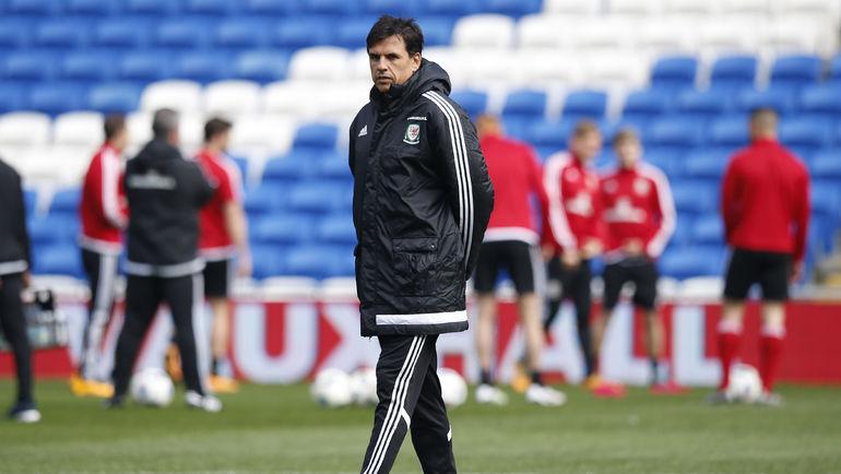 Вчера. Кардифф. Крис КОУЛМАН на тренировке сборной Уэльса. Фото Reuters