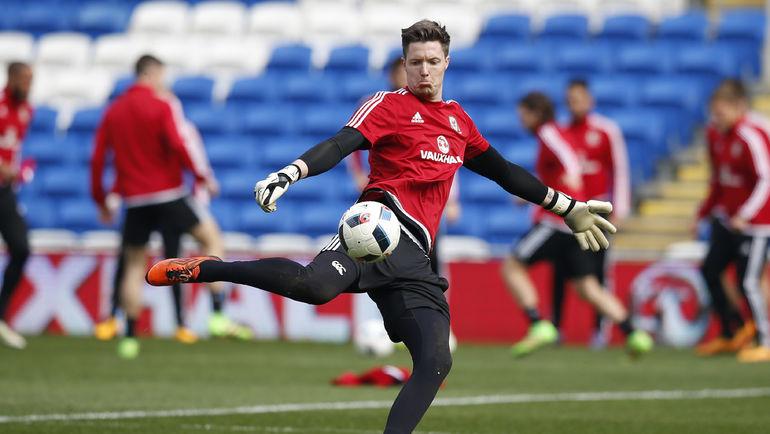 Вчера. Кардифф. Уэйн ХЕННЕССИ на тренировке сборной Уэльса. Фото Reuters