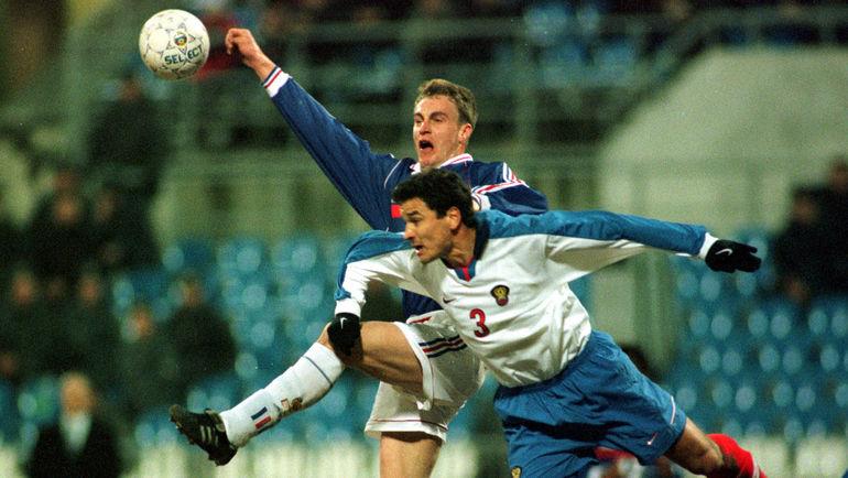 25 марта 1998 года. Москва. Россия - Франция - 1:0. Стефан ГИВАРШ против Юрия НИКИФОРОВА. Фото Reuters