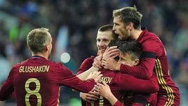 Суббота. Москва. Тушино. Россия - Литва - 3:0. 61-я минута. Только что Александр ГОЛОВИН удвоил счет.