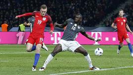 Суббота. Берлин. Германия - Англия - 2:3. 75-я минута. Нападающий гостей Джейми ВАРДИ сравнивает счет.