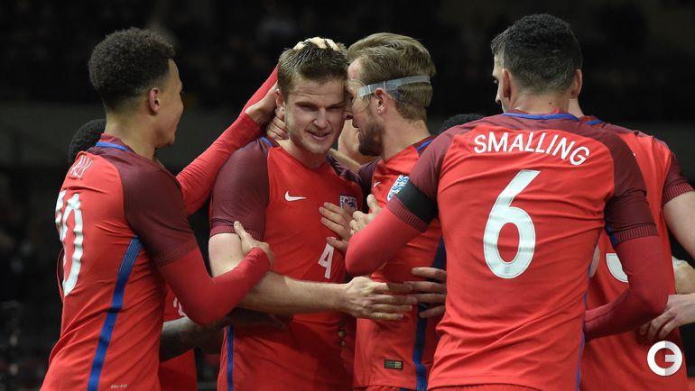 Вчера. Берлин. Германия – Англия – 2:3. Игроки сборной Англии радуются победному голу.
