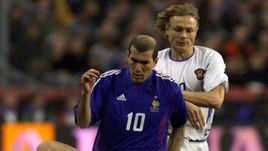 Валерий КАРПИН (справа) - автор победного гола в матче с Францией в 1999-м.