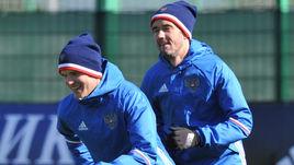 Игорь ДЕНИСОВ (слева) и Юрий ЖИРКОВ на тренировке сборной России в Новогорске.