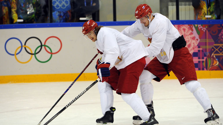 "Виктор ТИХОНОВ (слева) и Валерий НИЧУШКИН в олимпийском Сочи. Фото Александр ФЕДОРОВ, ""СЭ"""