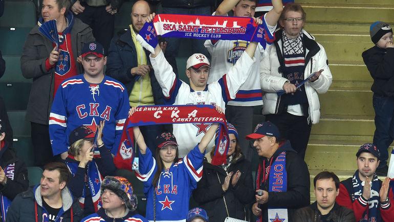 Болельщики СКА благодарят команду за сезон. Фото Владимир БЕЗЗУБОВ, photo.khl.ru