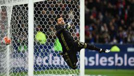 Вторник. Сен-Дени. 64-я минута. Франция - Россия - 4:2. В ворота Юрия ЛОДЫГИНА влетает третий мяч французов.