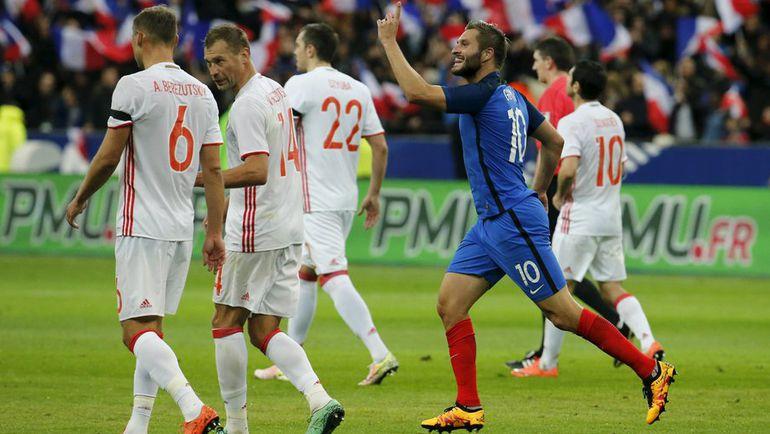 29 марта. Париж. Франция - Россия - 4:2. Андре-Пьер ЖИНЬЯК (№9) празднует гол в ворота россиян. Фото Reuters
