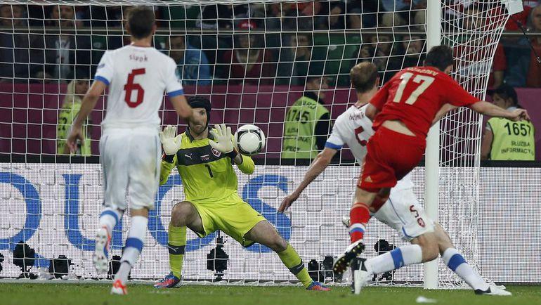 8 июня 2012 года. Вроцлав. Россия - Чехия - 4:1. Алан ДЗАГОЕВ (№17) забивает гол в ворота чешской команды. Фото Reuters