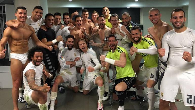 """""""Реал"""" в раздевалке после игры. Фото instagram.com/sr4oficial/"""