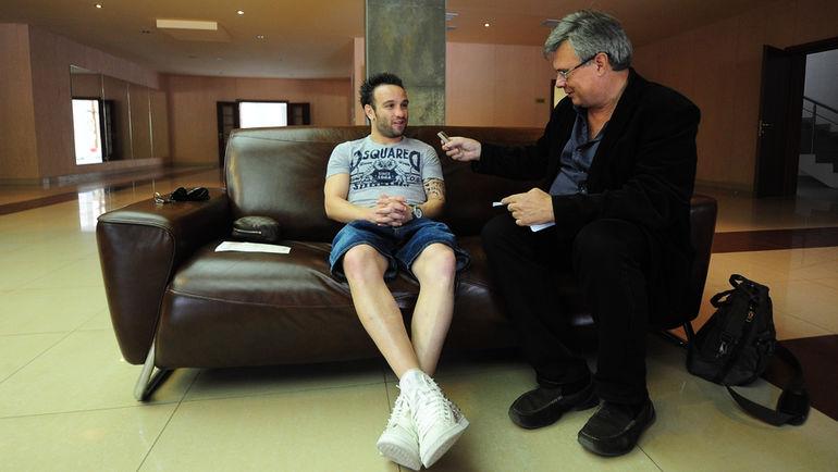 Александр ПРОСВЕТОВ (справа) берет интервью у Матье ВАЛЬБУЭНА. Фото Антон СЕРГИЕНКО