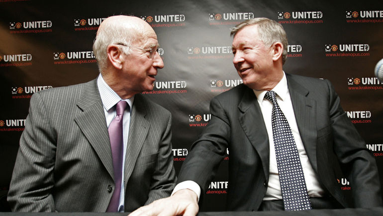 Сэр Бобби ЧАРЛЬТОН (слева) и сэр Алекс ФЕРГЮСОН. Фото Reuters