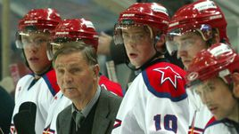 Свою взрослую карьеру Сергей МОЗЯКИН (№10) начинал у великого советского и российского тренера Виктора ТИХОНОВА.