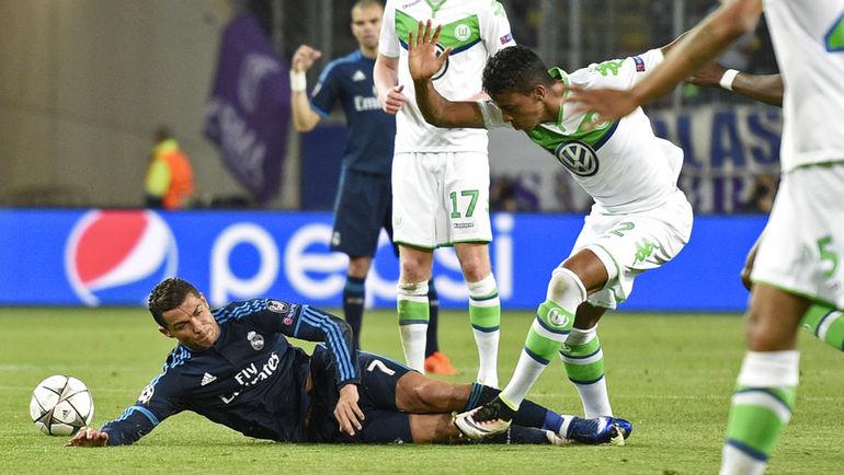 """Среда. Вольфсбург. """"Вольфсбург"""" – """"Реал"""" – 2:0. Поединок в Германии оказался крайне неудачным для нападающего """"Реала"""" КРИШТИАНУ РОНАЛДУ и его одноклубников. Фото Reuters"""