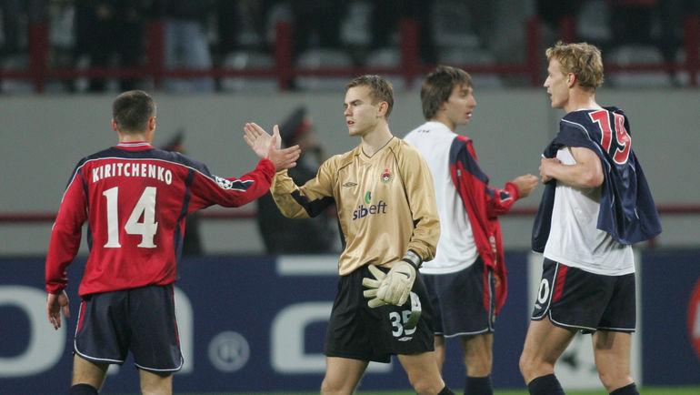 Игорь АКИНФЕЕВ (№35) и Иржи ЯРОШИК (№20) в 2004 году. Фото Александр ФЕДОРОВ, «СЭ»