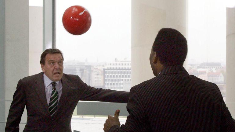 2005 год. Герхард ШРЕДЕР и ПЕЛЕ. Фото AFP