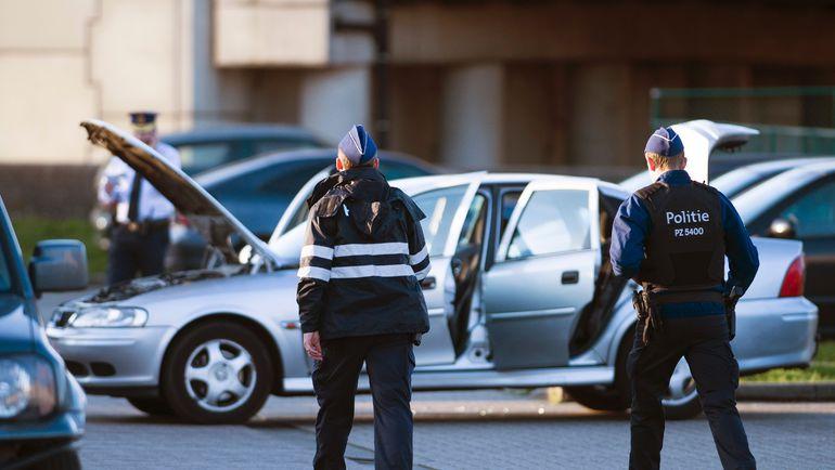 Вторник. Бельгийская полиция в ходе антитеррористической операции возле аэропорта Брюсселя. Фото AFP