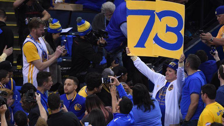 """Среда. Окленд. """"Голден Стэйт"""" – """"Мемфис"""" – 125:104. Стефу КАРРИ и его команде покорилось уникальное достижение – 73 победы в регулярном чемпионате НБА. Фото Kyle Terada-USA TODAY Sports"""